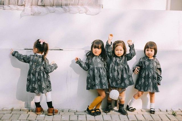 Bạn có mái tóc ngắn xoăn là Nguyễn Mai Chi, tên hay gọi là Cherry. Năm nay Cherry 3 tuổi.