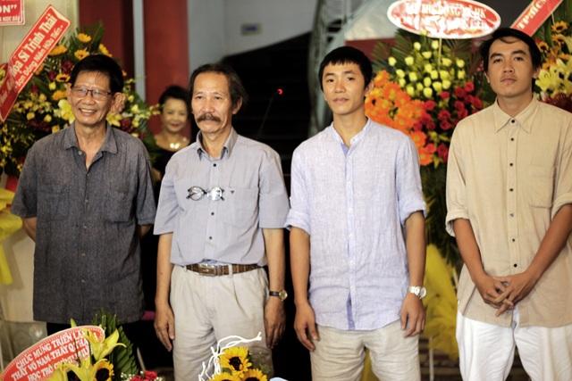 """Bốn hoạ sĩ tại buổi khai mạc triển lãm """"Son+""""."""