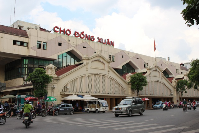 4 khu chợ lâu đời và thú vị không nên bỏ qua ở Hà Nội - 1