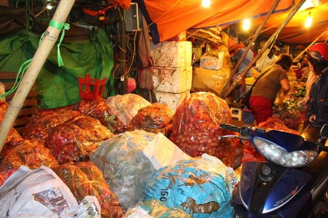 4 khu chợ lâu đời và thú vị không nên bỏ qua ở Hà Nội - 11