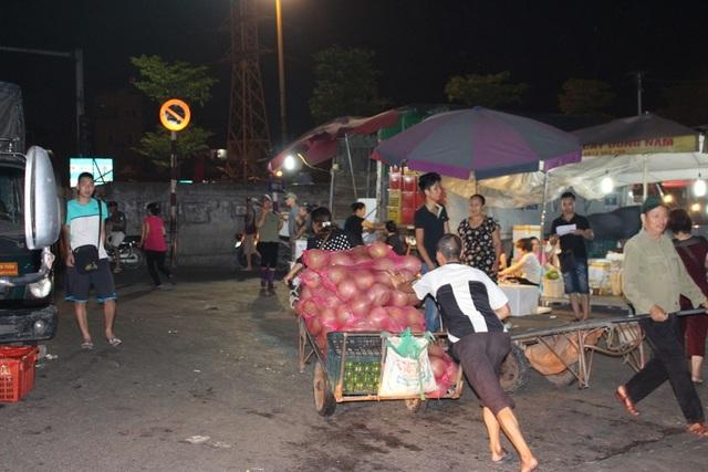 4 khu chợ lâu đời và thú vị không nên bỏ qua ở Hà Nội - 12