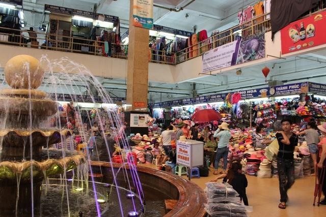 4 khu chợ lâu đời và thú vị không nên bỏ qua ở Hà Nội - 2