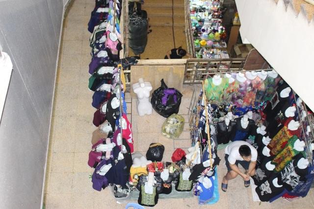 4 khu chợ lâu đời và thú vị không nên bỏ qua ở Hà Nội - 4