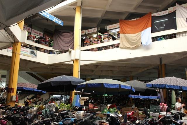 4 khu chợ lâu đời và thú vị không nên bỏ qua ở Hà Nội - 5