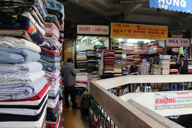 4 khu chợ lâu đời và thú vị không nên bỏ qua ở Hà Nội - 7