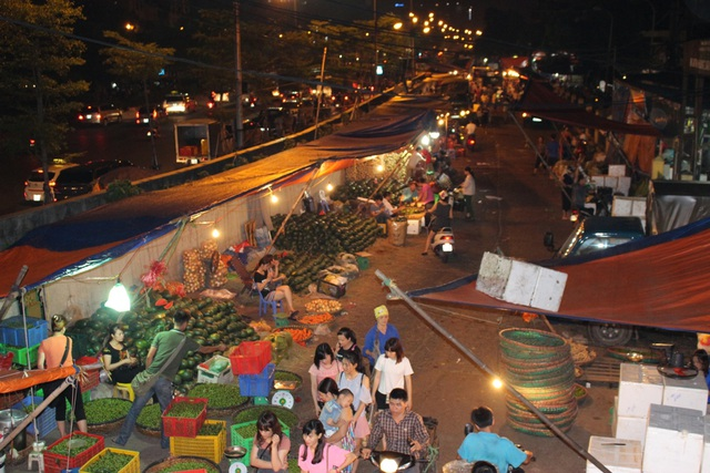 4 khu chợ lâu đời và thú vị không nên bỏ qua ở Hà Nội - 9