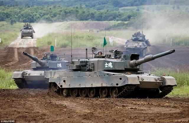 Xe tăng Type 90 được trang bị súng thần công 120mm cùng 2 súng máy.