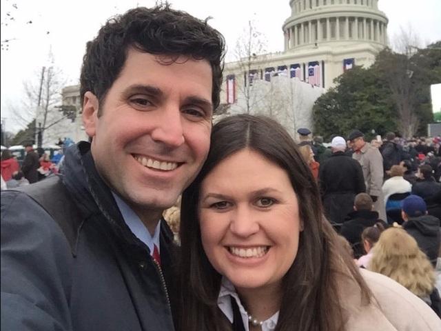 Bà Sanders và chồng, ông Bryan Sanders - chiến lược gia chính trị của đảng Cộng hòa. Hai người kết hôn vào năm 2010 và cùng sáng lập nên một công ty tư vấn ở bang Arkansas. (Ảnh: Twitter)