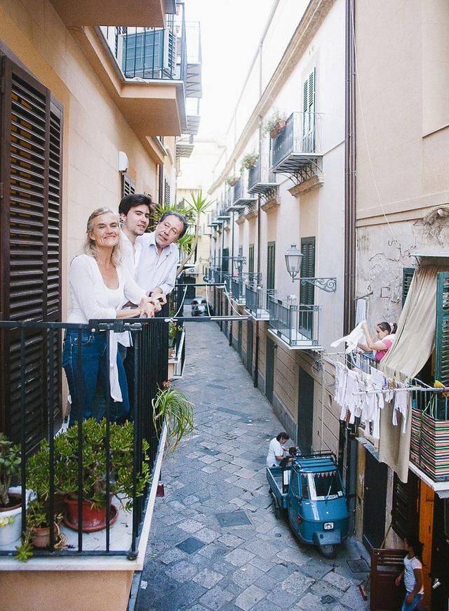 Gia đình Veniero sống ở Palermo, Sicily, Ý.