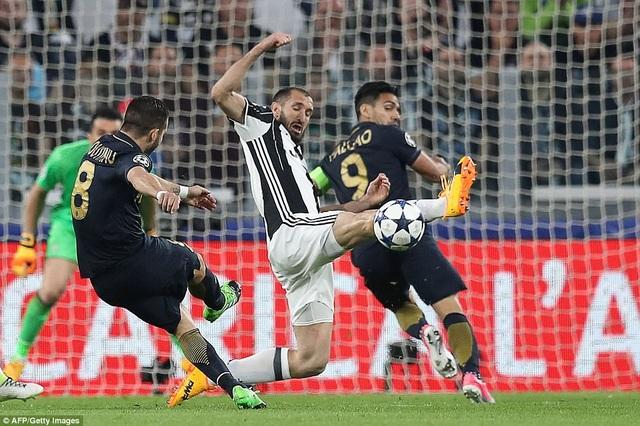 Bernado Silva chơi xông xáo, nhưng không mang lại hiệu quả cho Monaco