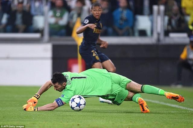 Tình huống Mbappe hạ Buffon đã ghi bàn danh dự cho Monaco