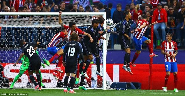 Trước đó ở phút 12, Saul Niguez đánh đầu mở tỷ số trận đấu