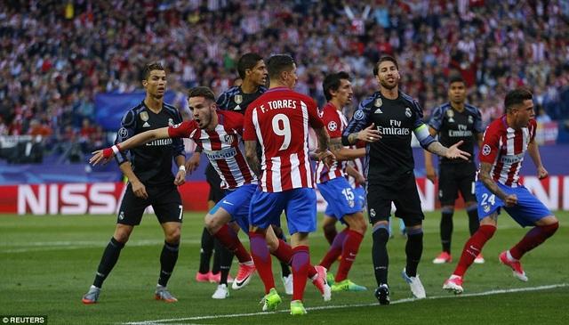 Trong 4 năm liên tiếp, Atletico đều thua chung cuộc khi đối đầu Real Madrid tại Champions League