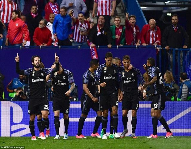 Bàn gỡ 1-2 của Isco đã giúp Real Madrid dập tắt hy vọng của Atletico