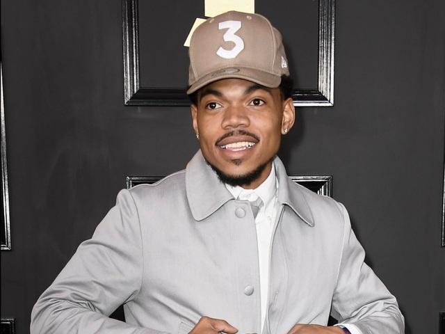 Nam ca sĩ Chance the Rapper đã làm nên lịch sử tại giải thưởng âm nhạc Grammy khi trở thành nghệ sĩ đầu tiên nhận được giải thưởng danh giá này với một album duy nhất trong sự nghiệp được công bố online. Chance đã phá vỡ những chuẩn mực thông thường vốn tồn tại bao lâu nay trong nền công nghiệp âm nhạc, khi muốn được xem là nghệ sĩ thực thụ, cần phải có đĩa hát bán ra thị trường. Chance the Rapper đã đi vào lịch sử của giải Grammy ở tuổi 24.