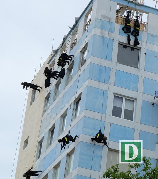Kỹ thuật di chuyển trên tường những tòa nhà cao tầng