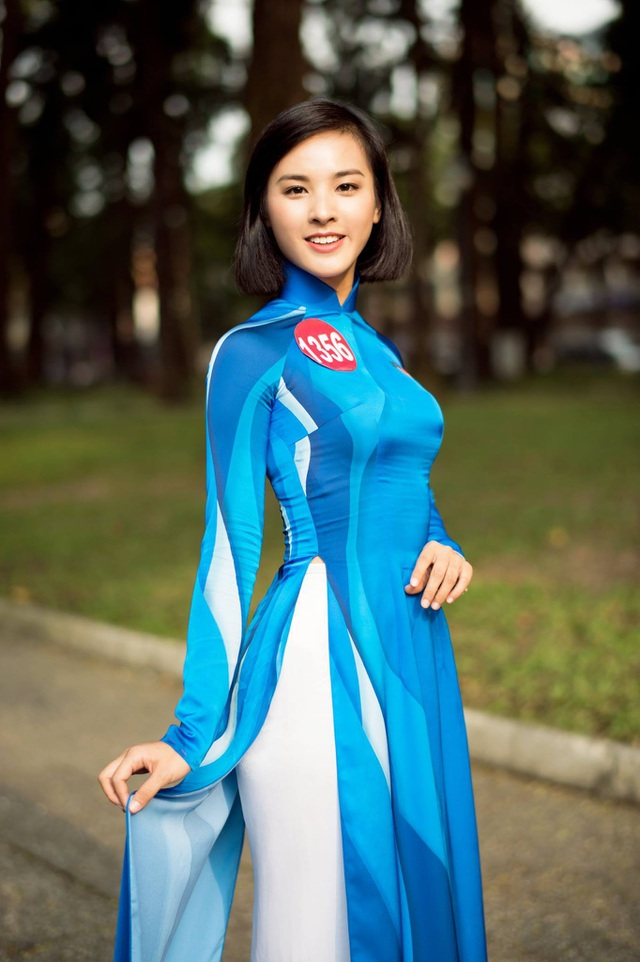 Quỳnh Nga trong trang phục áo dài truyền thống