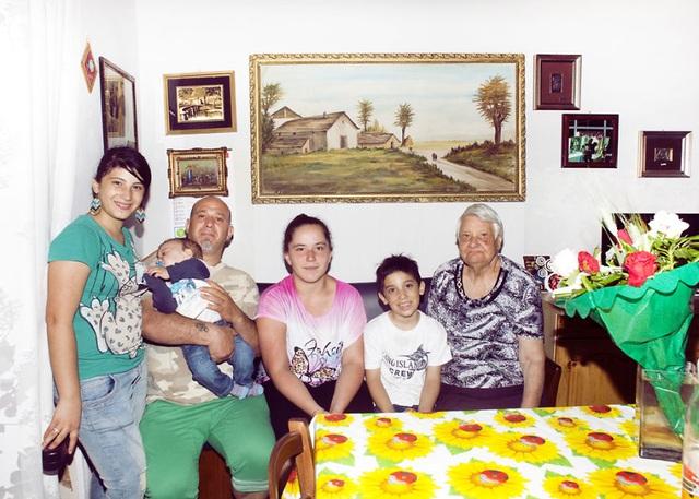 Gia đình Panunzio với nếp sống vẫn còn khá truyền thống, họ đến từ Molfetta, Ý.