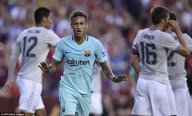 Neymar đang là tâm điểm chú ý, sau những tin đồn sẽ rời Barcelona mùa hè này