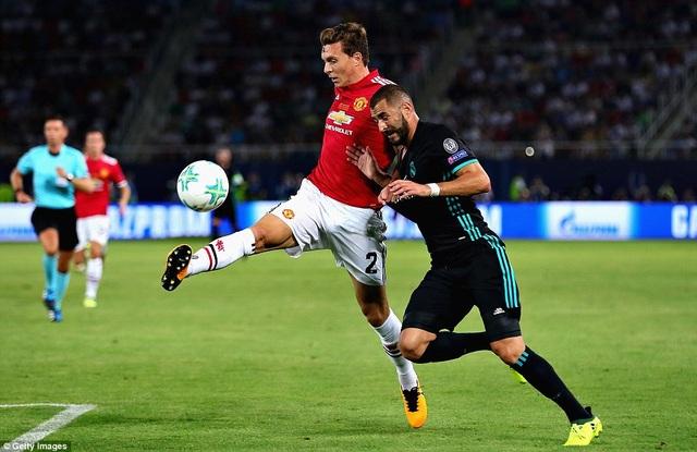 Benzema chơi tròn vai ở vị trí trung phong