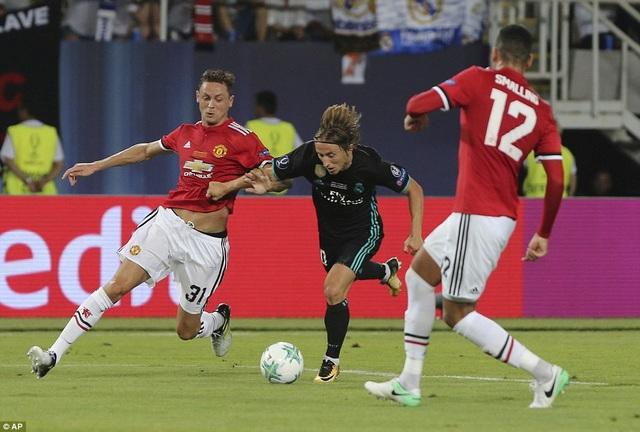 Luka Modric giúp Real Madrid chiếm lĩnh hoàn toàn khu vực giữa sân