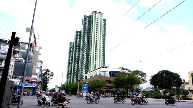 Tòa nhà Thuận Kiều xưa kia giờ mang màu sắc trẻ trung hơn