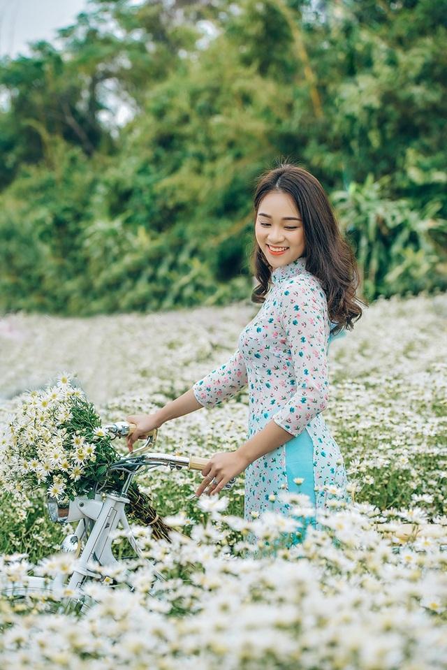 Nguyễn Ngọc Anh là nữ sinh lớp 11 trường THPT Nguyễn Bỉnh Khiêm (Hà Nội).