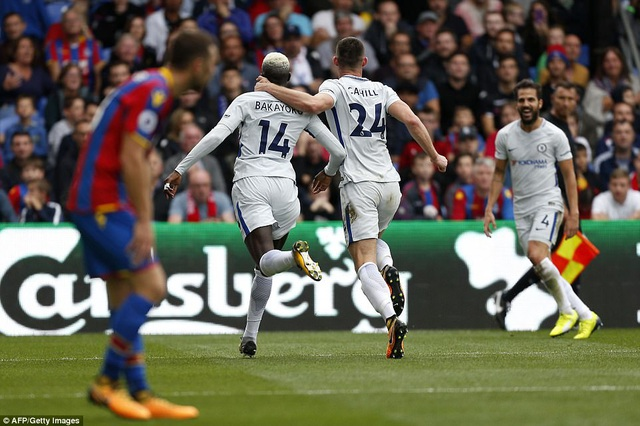Các cầu thủ Chelsea ăn mừng pha ghi bàn của Bakayoko
