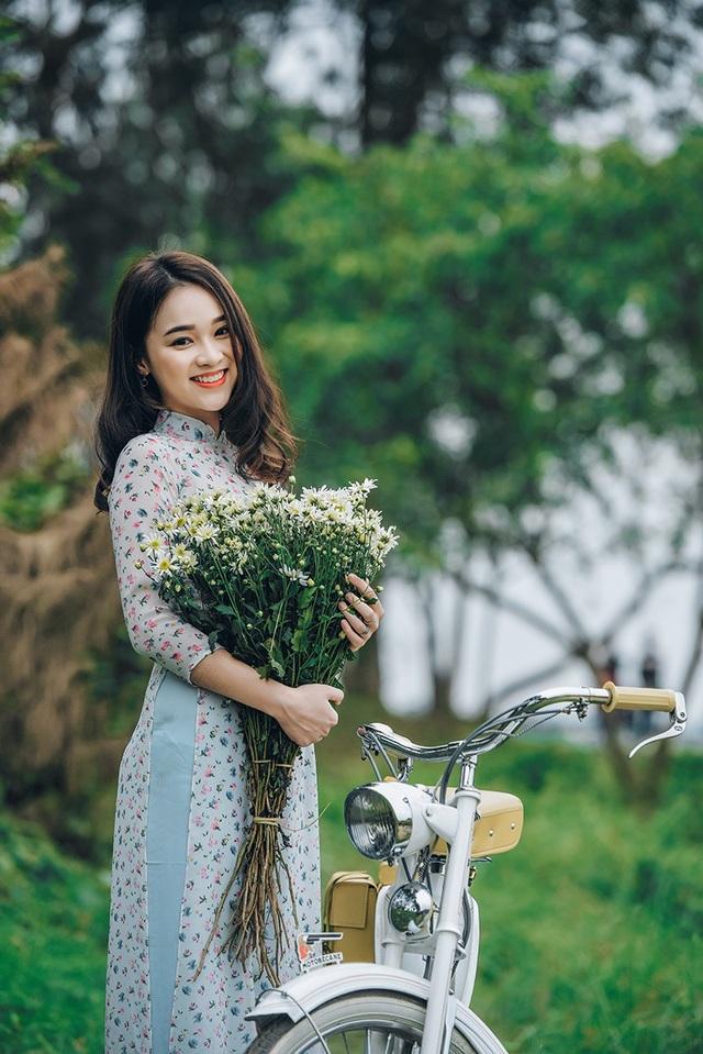 Gần đây, Ngọc Anh khá thường xuyên lên báo cũng như được các nhiếp ảnh gia mời làm người mẫu.
