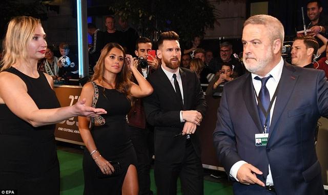 Cô vợ Antonella Roccuzzo cũng có mặt cùng chồng Messi trong Gala trao giải