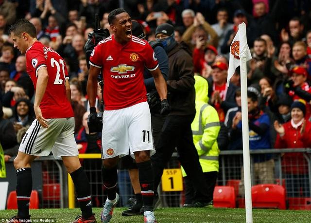 Martial ăn mừng sau khi ghi bàn