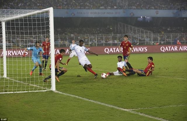 Marc Guehi trong tình huống nâng tỷ số trận đấu lên 4-2