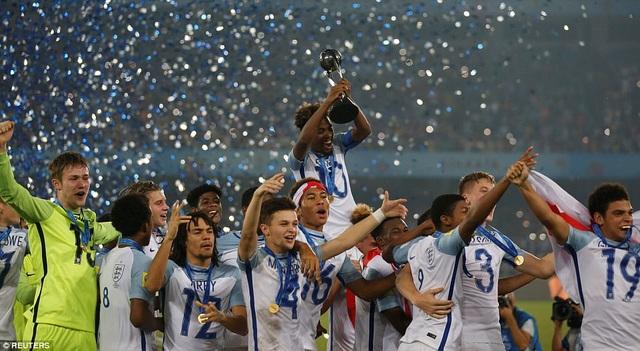 Niềm vui vô địch của U17 Anh