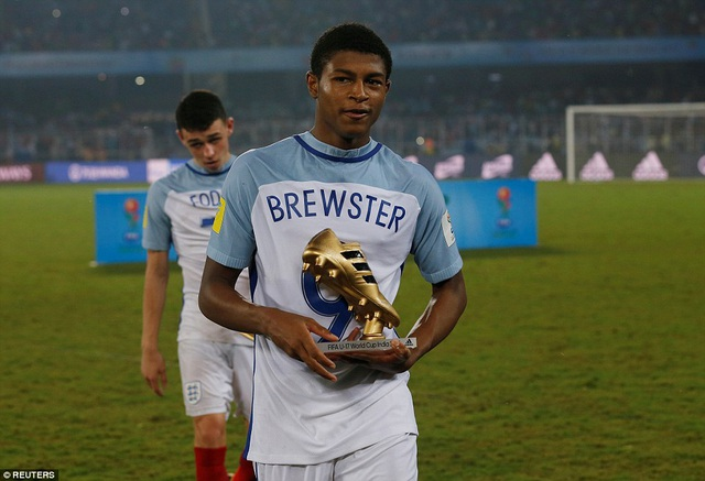 Brewster chính là cầu thủ hay nhất của U17 Anh
