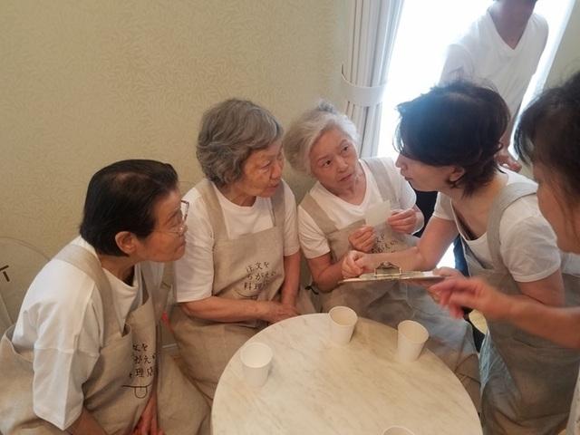 """Tuổi già đãng trí trở thành đặc sản của """"nhà hàng mang nhầm món"""" - 4"""