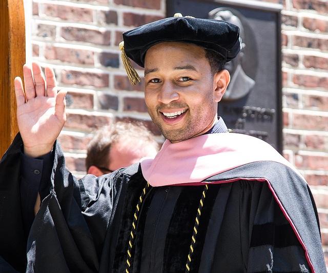 Nam ca sĩ John Legend nhận được hai bằng Tiến sĩ trong lĩnh vực âm nhạc. Với 9 lần thắng giải Grammy, anh từng được mời quay trở về trường Đại học Pennsylvania, nơi anh từng theo học trước đây, để nhận bằng Tiến sĩ hồi năm 2014.