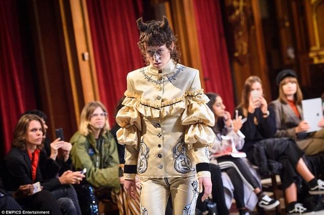 """Trong giới thiết kế thời trang, Findikoglu vốn dĩ đã được biết tới là một nhân vật mang nhiều nét cá tính """"nổi loạn"""" trong thiết kế."""