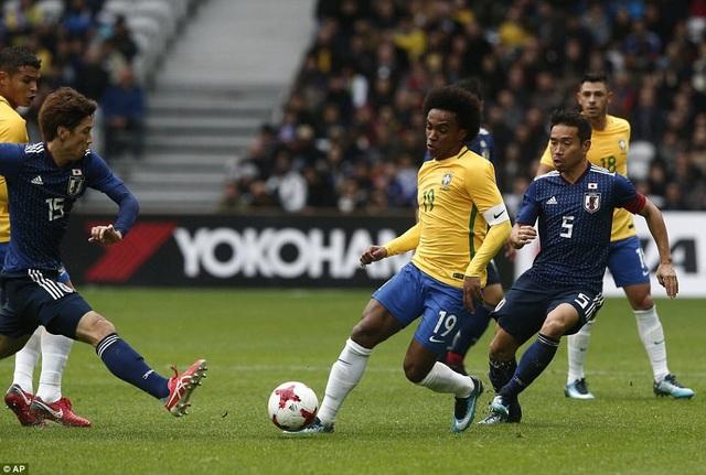 Tiền vệ CLB Chelsea, William trong một tình huống đi bóng