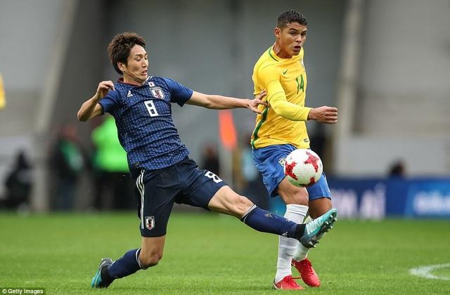 Genki Haraguchi (8) là người chơi năng nổ nhất bên phía Nhật Bản