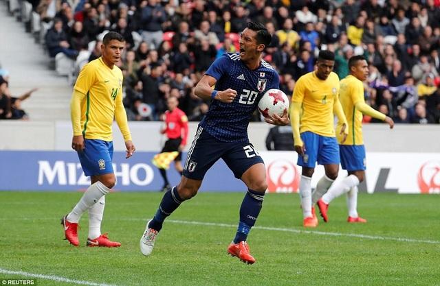 ... mang về bàn thắng danh dự cho Nhật Bản