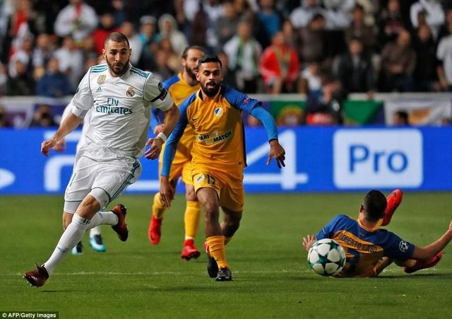 Benzema lập được cú đúp ở cuối hiệp 1