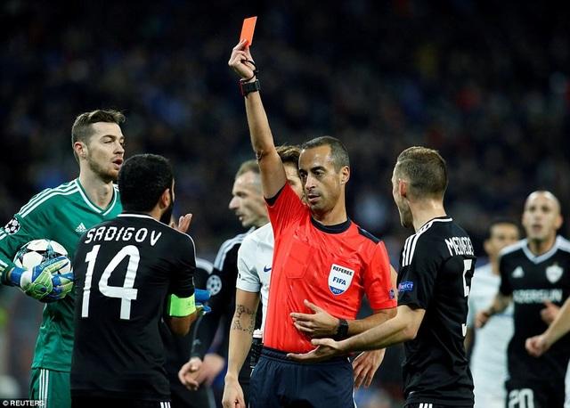 Trọng tài  De Sousa có nhiều quyết định sai lầm ở trận đấu này