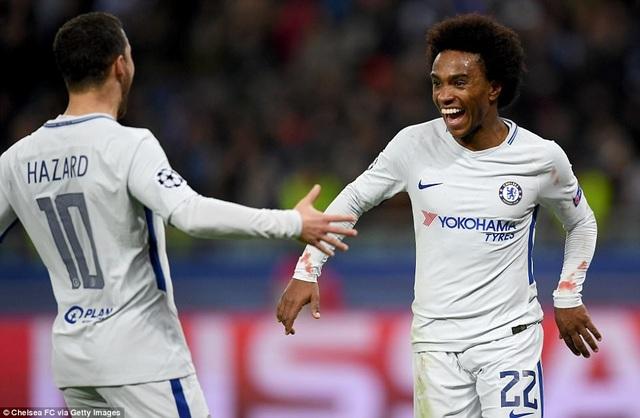 Willian (phải) có cú đúp trong chiến thắng của Chelsea