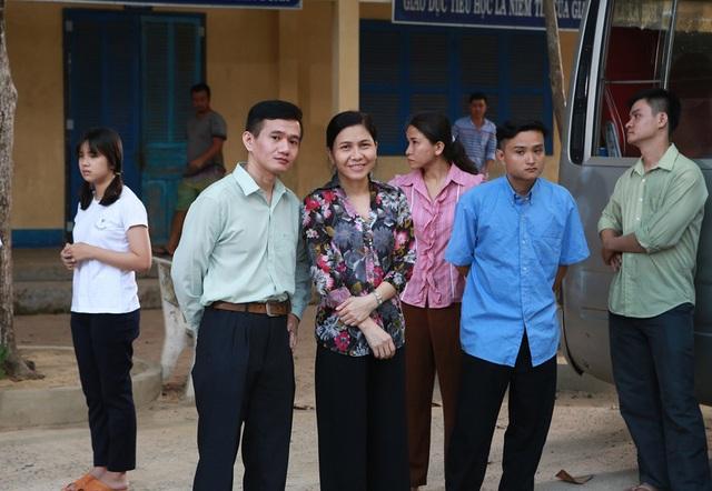 """Phạm Nhật Huy bất ngờ thành """"ông giáo làng"""" - 3"""