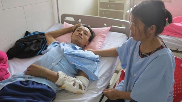 Chị Luận cũng đang mang trong mình căn bệnh ung thư những vẫn phải gắng gượng để chăm sóc cho chồng.