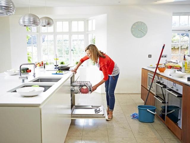 Lau dọn nhà cửa: Nhu cầu dọn vệ sinh nhà cửa trong dịp Tết tăng cao do đó, mức giá cho dịch vụ này dao động từ 500.000đ - 1 triệu/ngày.