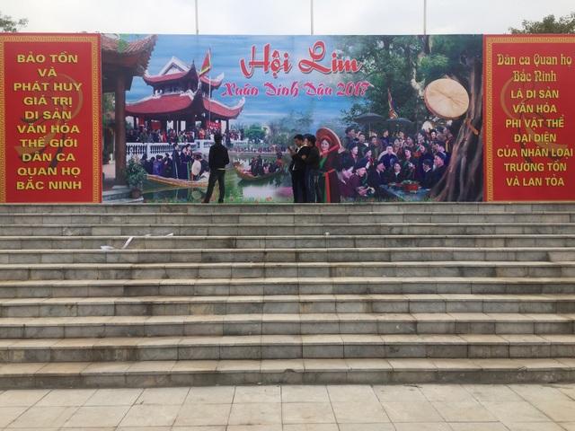 Sân khấu trung tâm hội Lim