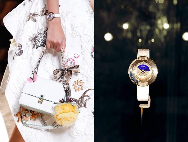 Phiên bản Policromia Limited Edition với kim cương baguette, đá sapphire xanh và vàng khối kiều diễm,dành riêng cho người đẹp thích vẻ kiêu sa.