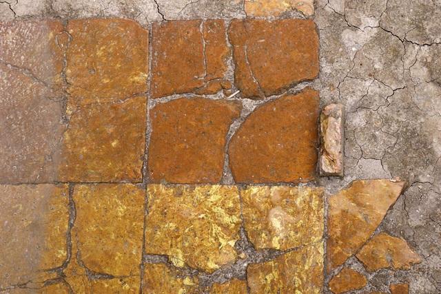 Dấu tích sân gạch thời Lý, thế kỷ 11 - 12.