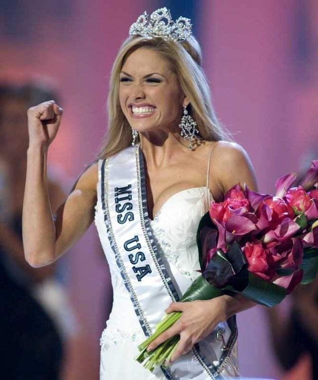 Tara Conner ở thời khắc được trao vương miện Hoa hậu Mỹ 2006.